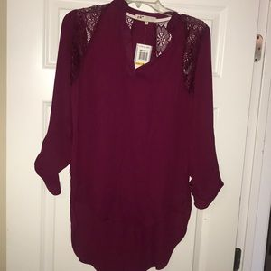Burgundy blouse with lace, NWT sz sm